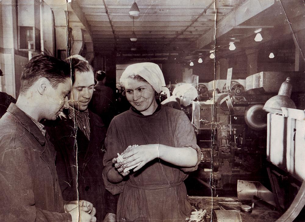 Рабочие фабрики «Дукат». 1950-е годы. Из собрания Музея М.А. Булгакова