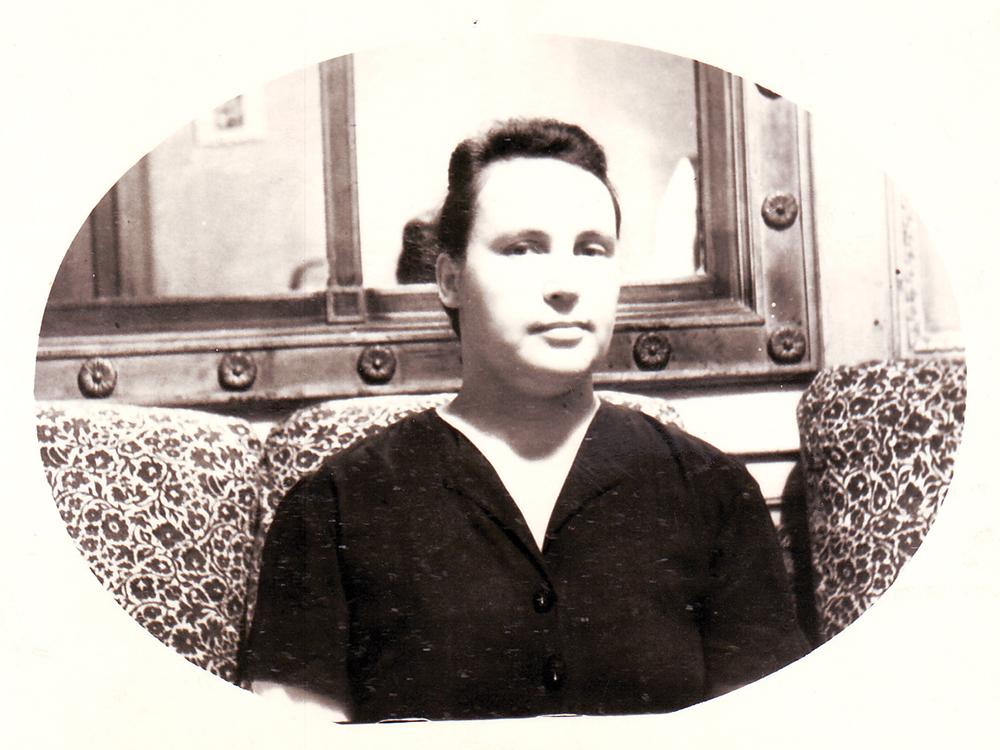 Антонина Еремеевна Бочкова. Комната Бочковых, бывшая зала.1953 г.