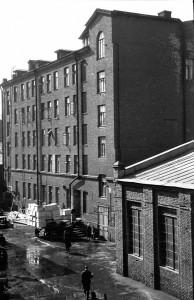 Фабричный корпус, находившийся на улице Ярослава Гашека. Снимок сделан московским фотографом и исследователем города Артемом Задикяном в 1960-е гг.