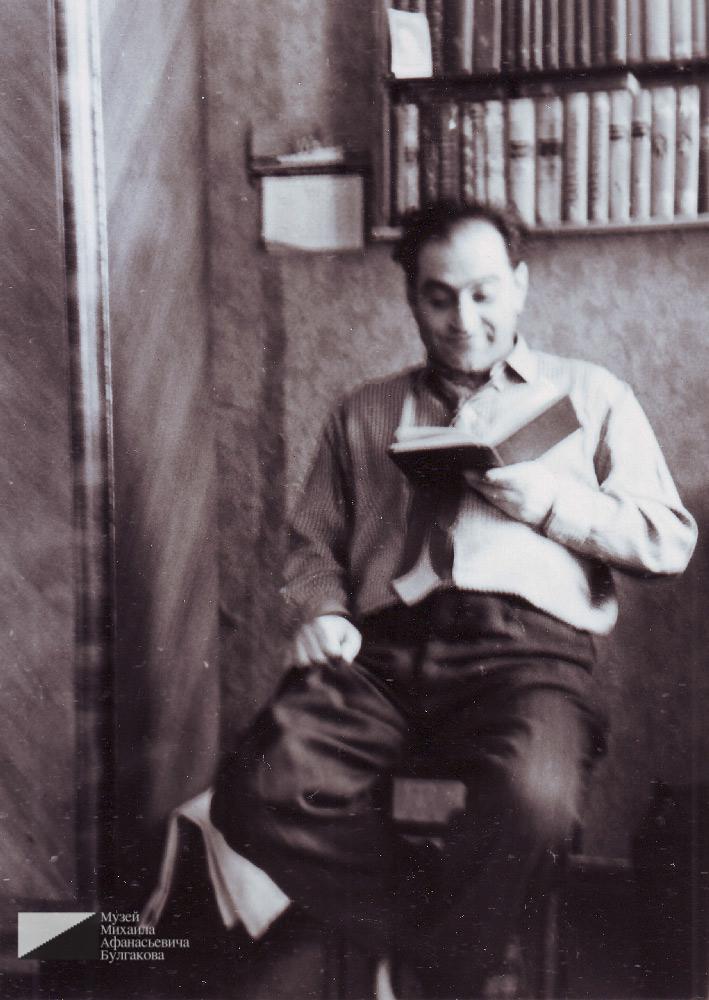 Мелик Багдасарович Вартанов в квартире № 7. Фотография его сына Георгия. 1970-е годы