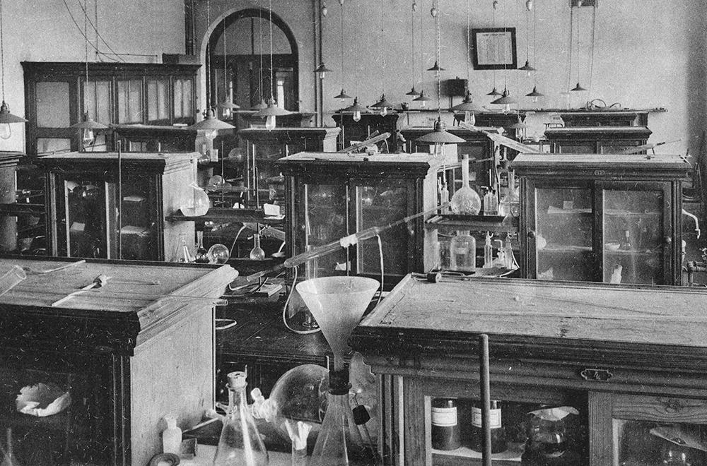 Лаборатория Высших женских курсов, 1910 год