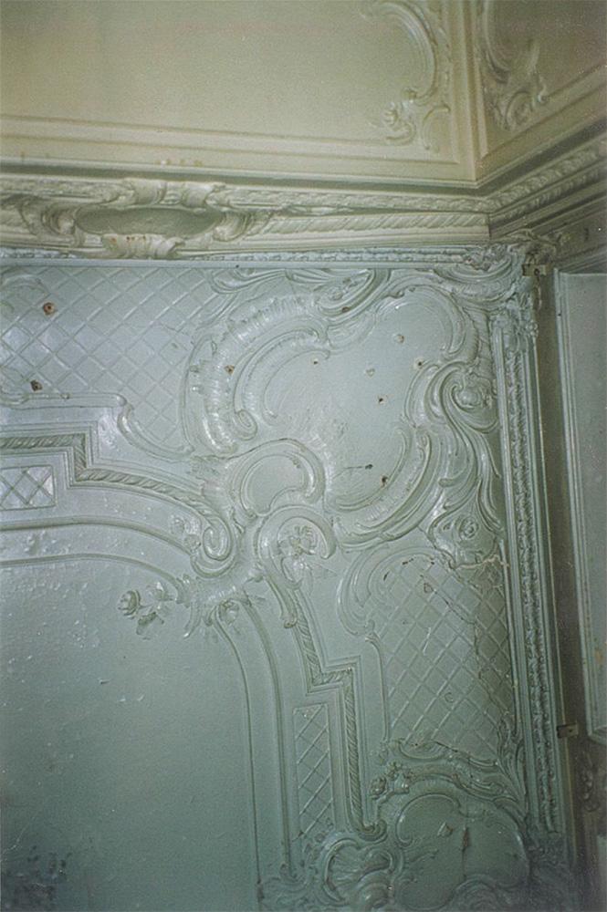 Лепной декор потолка гостиной