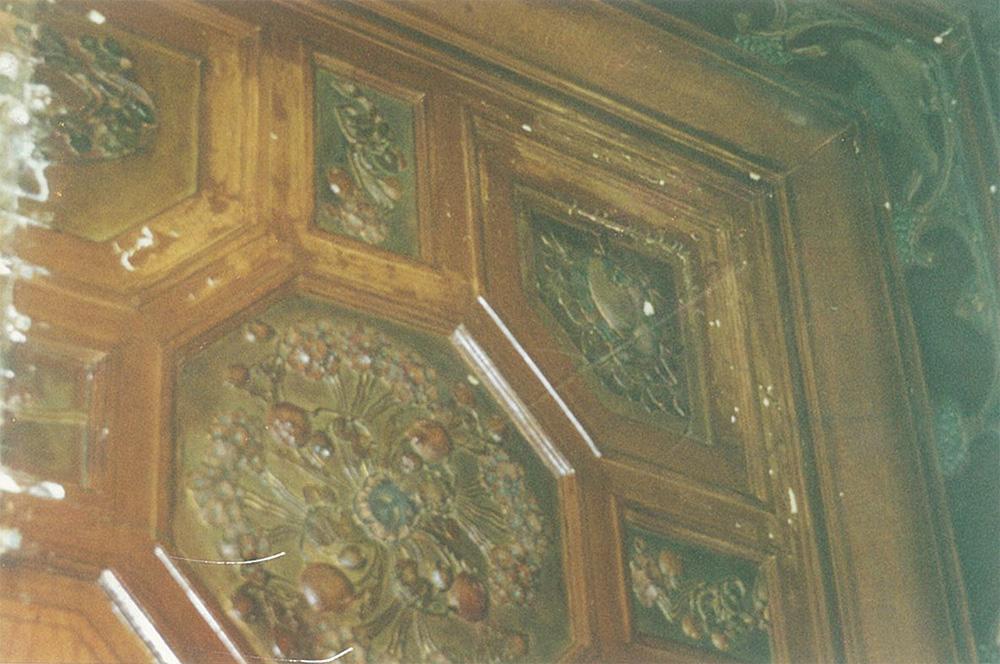Лепной декор кессонированного потолка кабинета, стилизованный под дерево