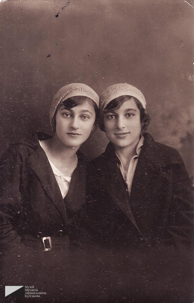 Сестры Софья (Србуи) и Маргарита Вартановы. Москва, 9 июня 1930 года