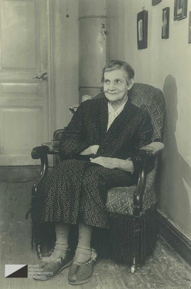 Мария Николаевна Кислякова в своей ленинградской квартире. 1950-е гг.