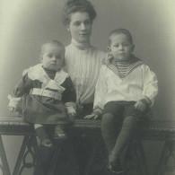 Мария Николаевна Кислякова с сыновьями Владимиром и Николаем. 1903 год