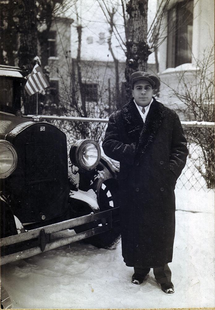 Николай Костаки во дворе посольства Греции. 1931 год.