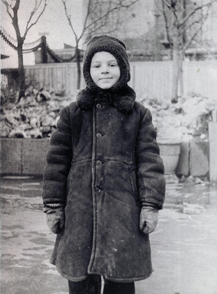 Михаил Костаки в саду «Аквариум». Около 1954 года.