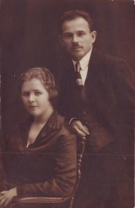 Николай Тимофеевич Захаров с женой Натальей Никитичной. 1925 год