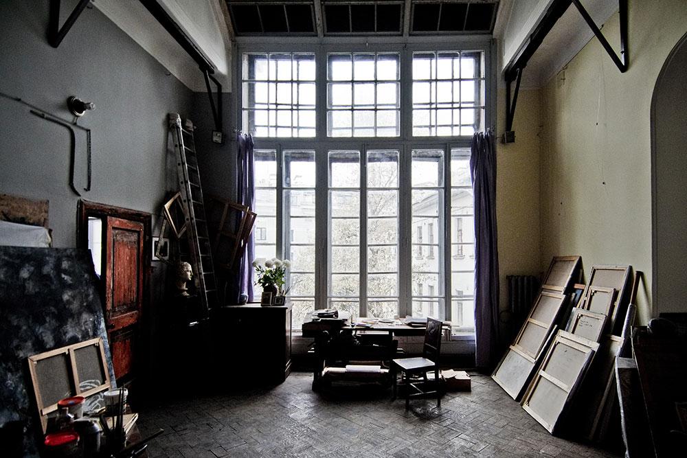 В мастерской сохранились оригинальные интерьеры. Это одно из немногих помещений дома, избежавших реконструкции