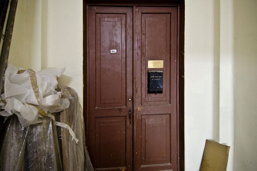 Вход в мастерскую Елены Утенковой-Тихоновой и Михаила Тихонова. Сохранилась оригинальная дверь