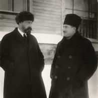 Справа главный инженер Каширстроя— Г.Д. Цюрупа, слева главный инженер Шатурстроя— А.В. Винтер. 1920-е годы