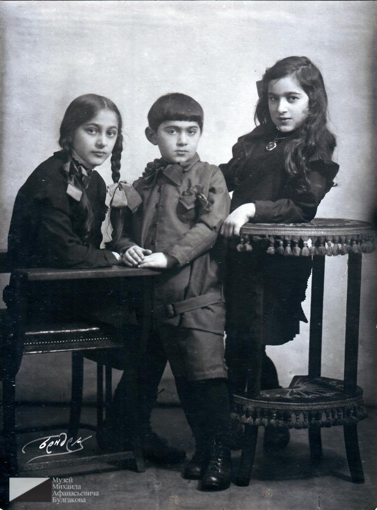 Дети Багдасара Вартанова — Србуи (1915 г.р.), Мелик (1919 г.р.), Маргарита (1916 г.р.).  Москва, середина 1920-х годов