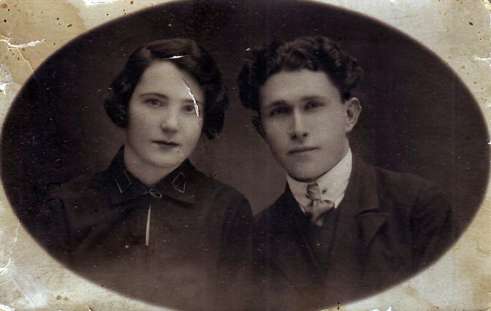 Анатолий Иванович Жигарев (1909 г.р.) с женой Серафимой Михайловной (1909 г.р.). Начало 1930-х годов