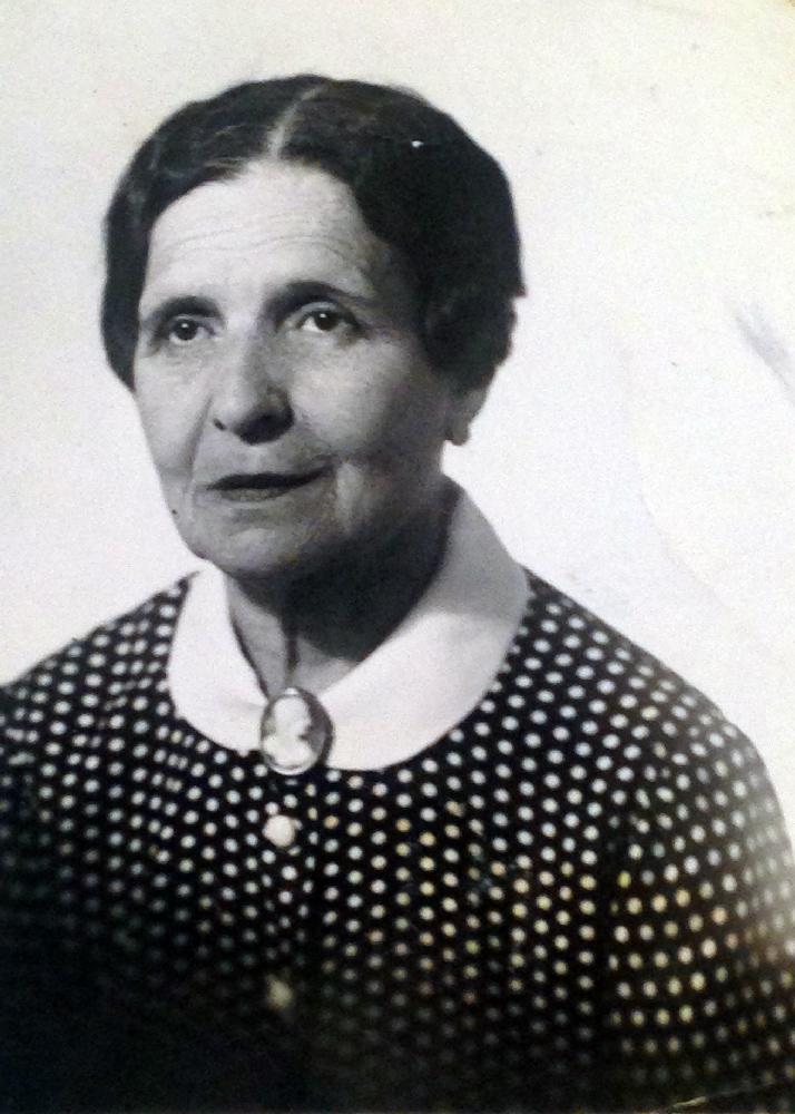 Марианна Ильинична Сакизчи (в замужестве Прик), жительница квартиры № 53, дочь дореволюционного управляющего дома караима Ильи Сакизчи. 1966 год