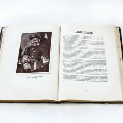 Московский театр революции. 10 лет. М., 1933. РГБИ