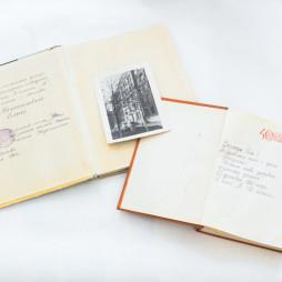 Детские книги, подаренные сестрам Елене и Ольге Костылевым в 1960-е годы в школе № 112. Фото. Школа № 112 на улице Остужева (сейчас Большой Козихинский переулок). Здесь учились многие дети, проживавшие в доме № 10. Из личного архива Г.М. Вартанова