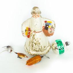 Дед-Мороз из папье-маше. 1940-е годы. Елочные игрушки. ГДР. 1950-е годы