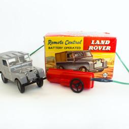 Модель машины марки Land Rover на пульте управления. США, фирма Marx Toys, 1950-е годы. Подарок Михаилу Костаки на Новый год