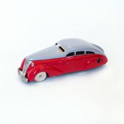 Модель машины, которая заводится и не падает с края поверхности, а разворачивается и едет обратно. Германия, фирма Schuco, 1940-е годы. Подарок Михаилу Костаки на Новый год