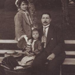 Ольга Даниловна Суходрев, Сергей Михайлович Суходрев, дочь Евгения. Москва. 1914 год
