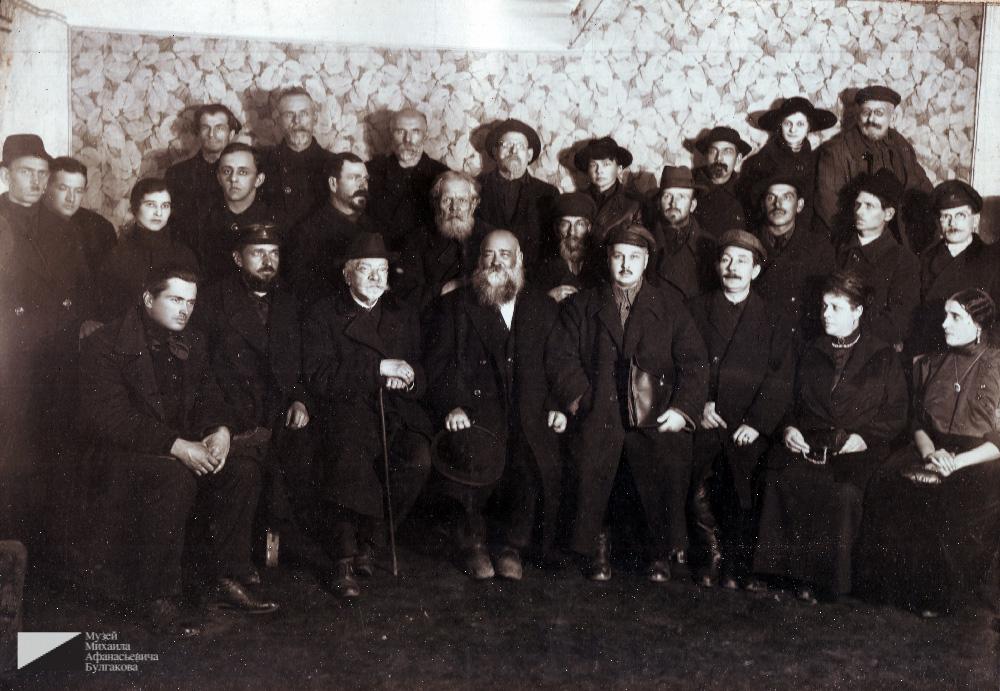 Николай фон Бооль третий слева в первом ряду. Пятый слева — Евгений Иванов. 1920-е годы. Из архива Евгения Платоновича Иванова