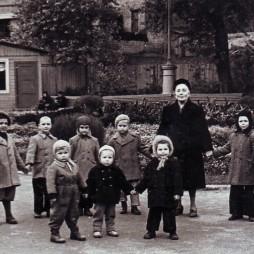 Kvartira_47_Semja_Volozhinskih-Madorskih_1950-e_gody_01