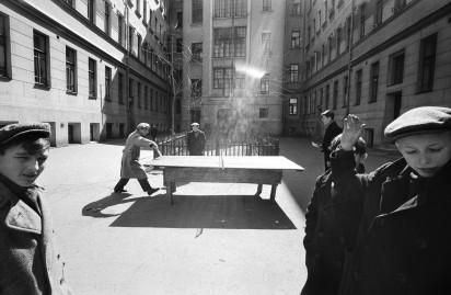 Та самая знаменитая фотография Уильяма Кляйна, Большая Садовая, 10. 1960 год