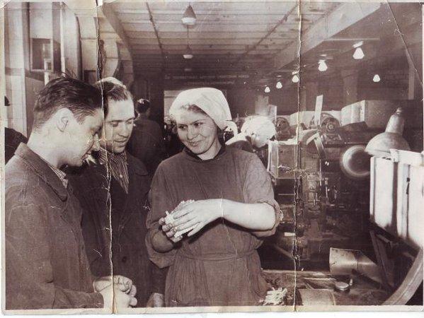 Рабочие фабрики «Дукат». 1950-е годы. Музей М.А. Булгакова
