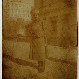 Петр Кончаловский. На обороте надпись: «I-ая Империалистическая война. П. П. Кончаловский». В 1915 году Кончаловский попал под аэропланный обстрел и был эвакуирован для лечения в тыл. Два месяца он пробыл в госпитале в Подмосковье, а затем опять ушел на фронт. РГАЛИ. Ф. 2963. Оп. 2. Ед. хр. 144. Л. 1