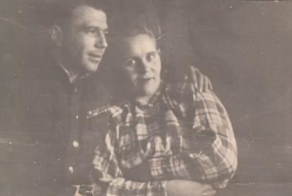 Георгий Пучков с Марией Степановной в квартире № 5. 1950-е годы