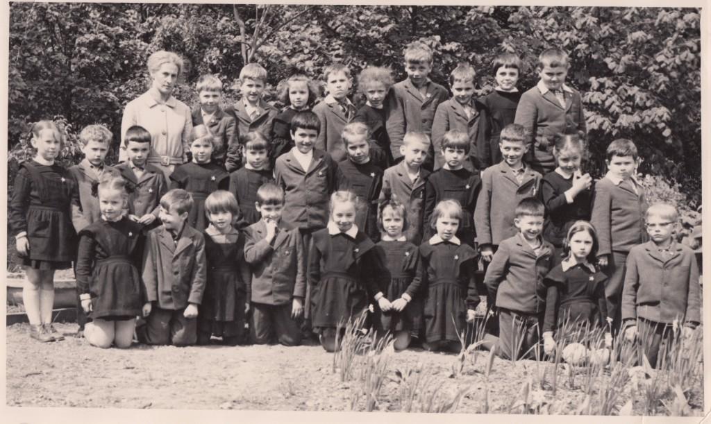 1-й «В» класс Елены Исаевой. Школа № 112 находилась на улице Остужева, 5 (сейчас — школа № 1441, Большой Козихинский переулок, 5). 1966 год