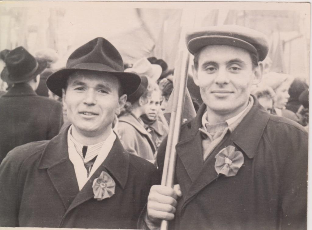 Владимир Андреевич Исаев (справа) с коллегой. 1960-е годы