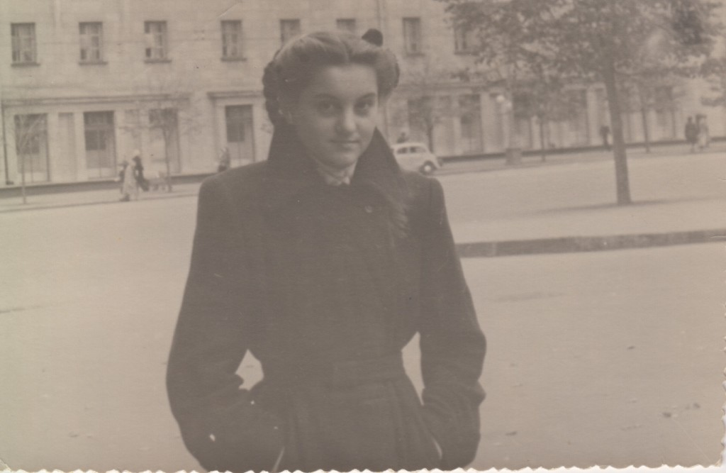Нина Андреевна Исаева на Садовом кольце. 1950-е годы