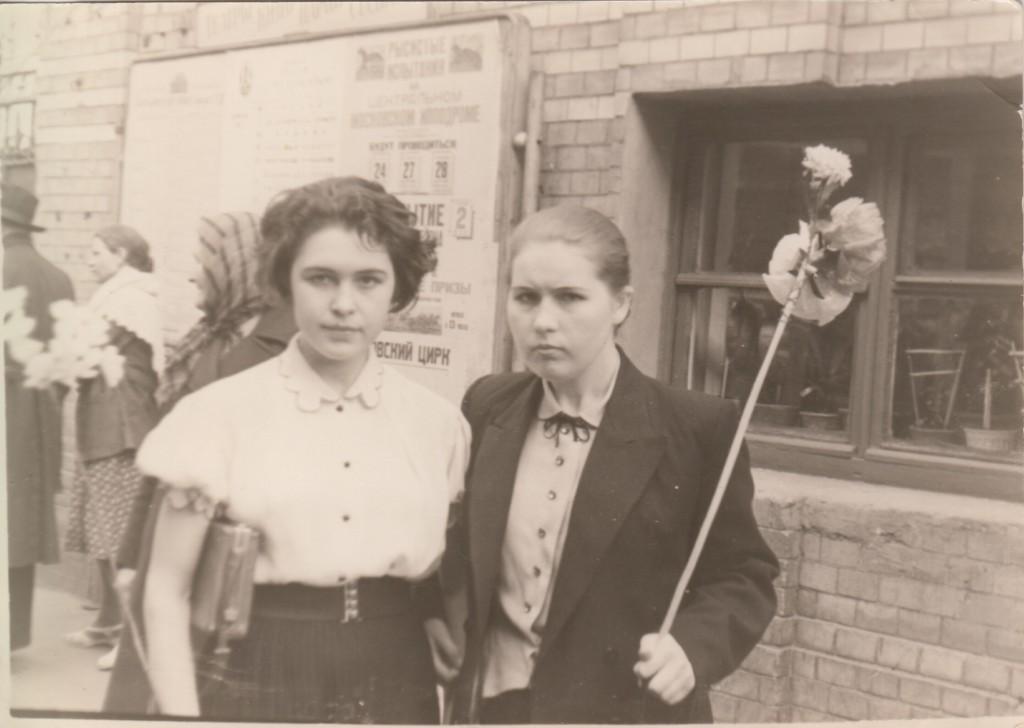 Людмила Николаевна Исаева (слева)