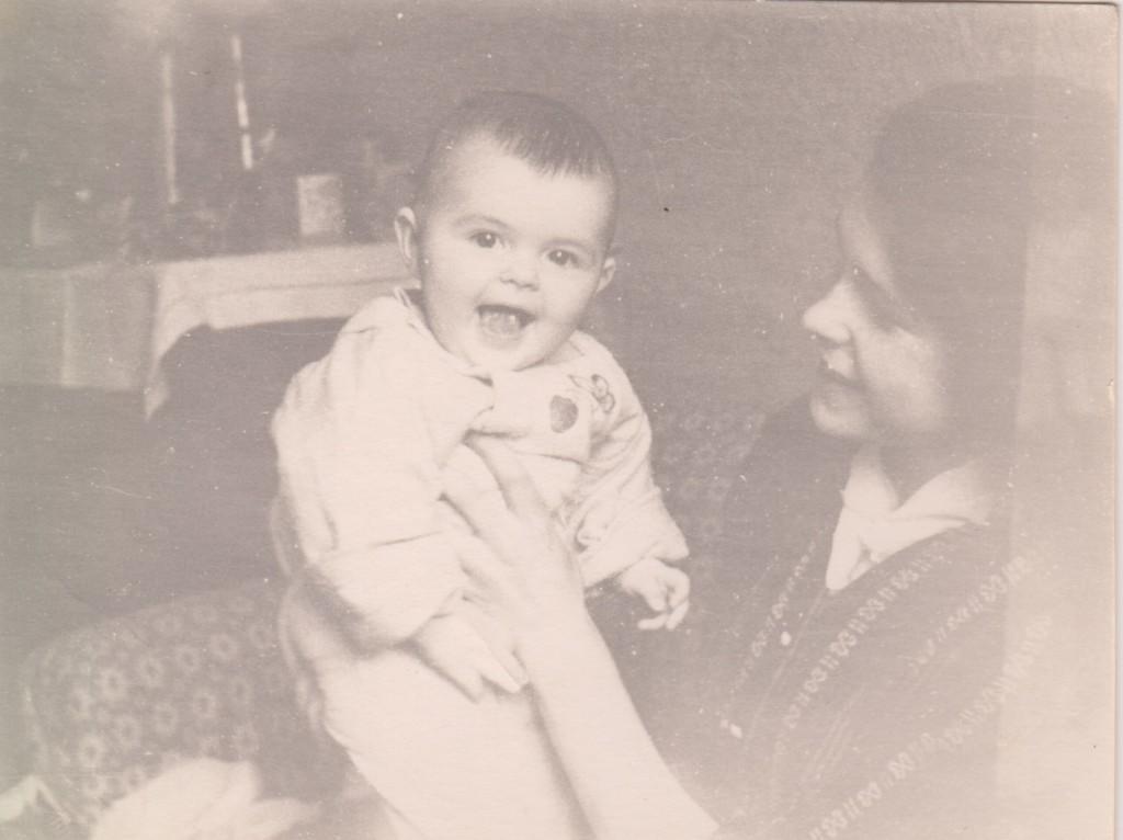 Людмила Николаевна с дочерью Еленой, 1958 год