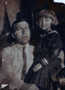 Ефим Терентьевич Куликов с дочерью Тамарой. Начало 1930-х годов