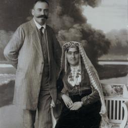 Багдасар Артемьевич Вартанов с женой Елизаветой Сергеевной Вартановой (в девичестве Адабашьян). Москва, 1914 год