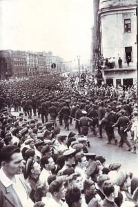 Марш пленных немцев по Москве. Слева виден дом № 10 на Большой Садовой. 17 июля 1944 года. Из коллекции А. А. Задикяна
