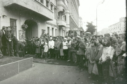 Установка мемориальной доски М. А. Булгакову на фасад дома. 1990 год. Фотограф А. А. Задикян