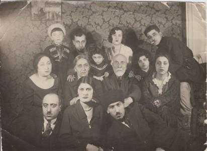 Семейная фотография семьи Аветисянц. Москва, май 1932 года. Из личного архива правнучки Барсега Аветисянц Нарине Оганесян.